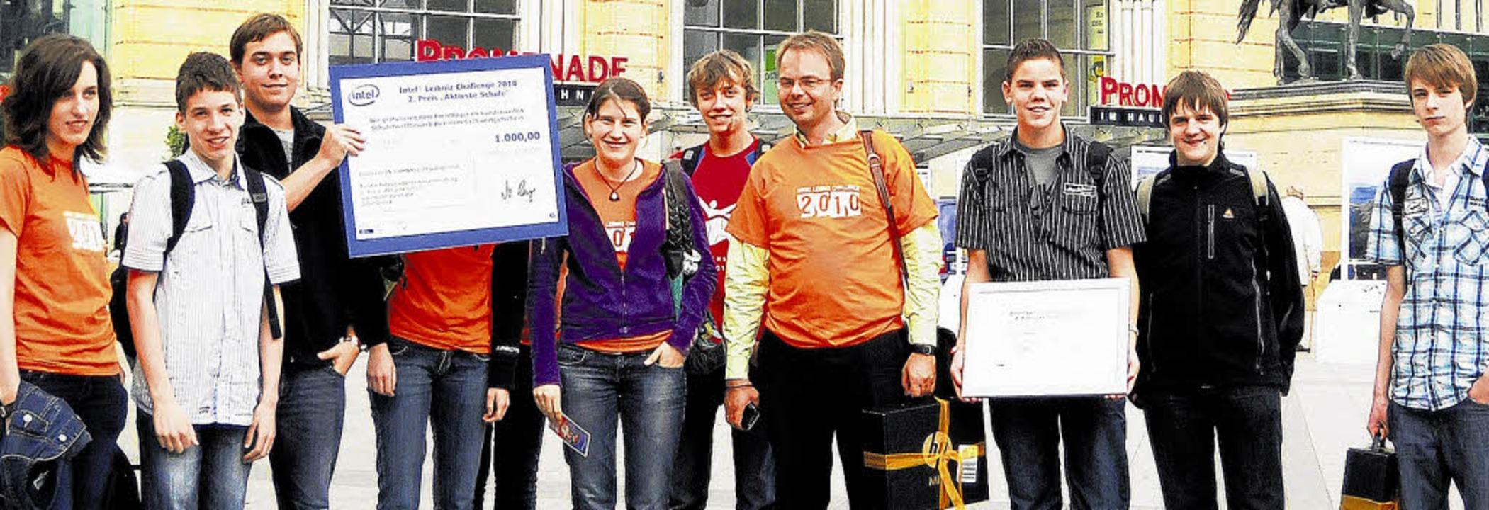 Preisträger vom Hochrhein-Gymnasium Wa...rer Jörg Rudolf (Vierter von rechts).   | Foto: Privat