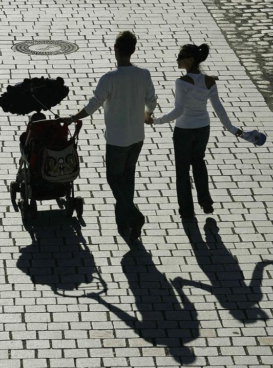 600 Millionen Euro muss die Familienministerin beim Elterngeld einsparen.  | Foto: DPA
