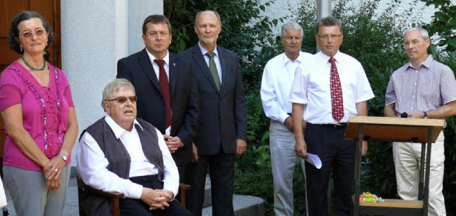 Zum Goldenen Priesterjubiläum von Juli...arl-Hermann Beiser und  Martin Abler.   | Foto: Frank Leonhardt