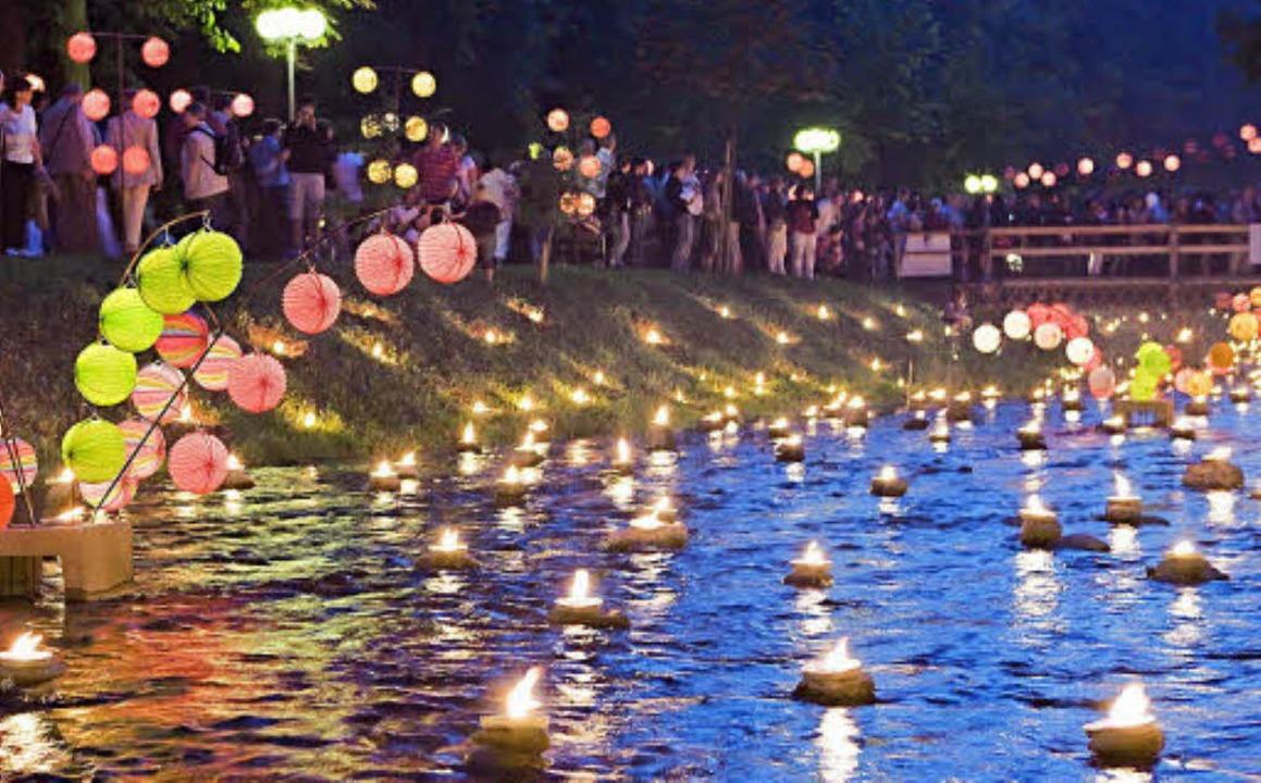Lampions und Kerzen erleuchten am Wochenende wieder den Bad Krozinger Kurpark.    Foto: Veranstalter