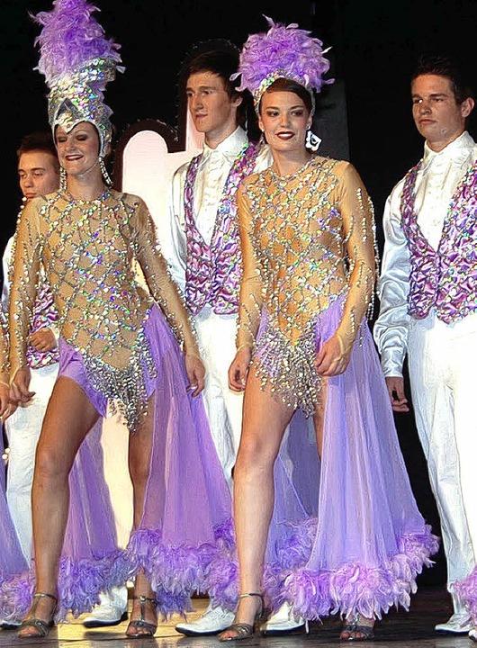 Tolle Kostüme, klasse Tanzeinlagen und...cher Realschule bei ihrer Revue Royal.  | Foto: hans-jochen voigt