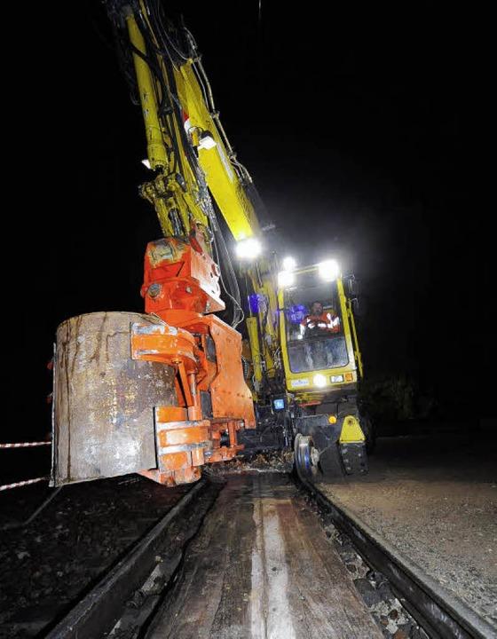 Später als nötig? Arbeiten für den Lärmschutz an der Freiburger Bahnstrecke.  | Foto: thomas kunz