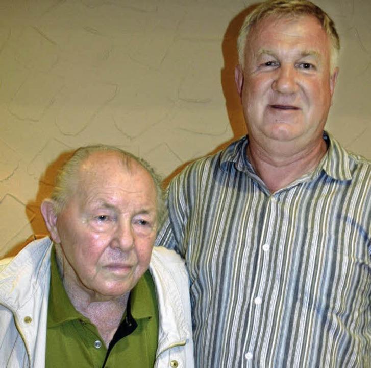 Gustl Heilemann (links) ist neues Ehre... Pelka erhielt die Goldene Ehrennadel.  | Foto: Albiker