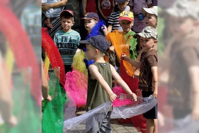 Viele Kinder in Bewegung