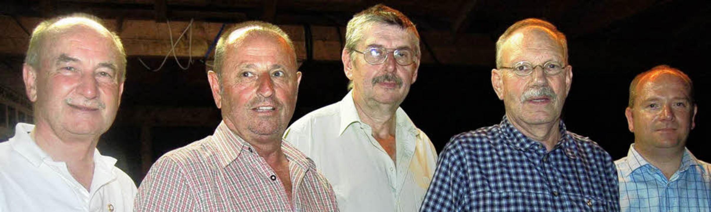 Seit 25 Jahren Mitglied beim FC Wallba...h Roth, Martin Nägele und Markus Weiß.  | Foto: hildegard siebold