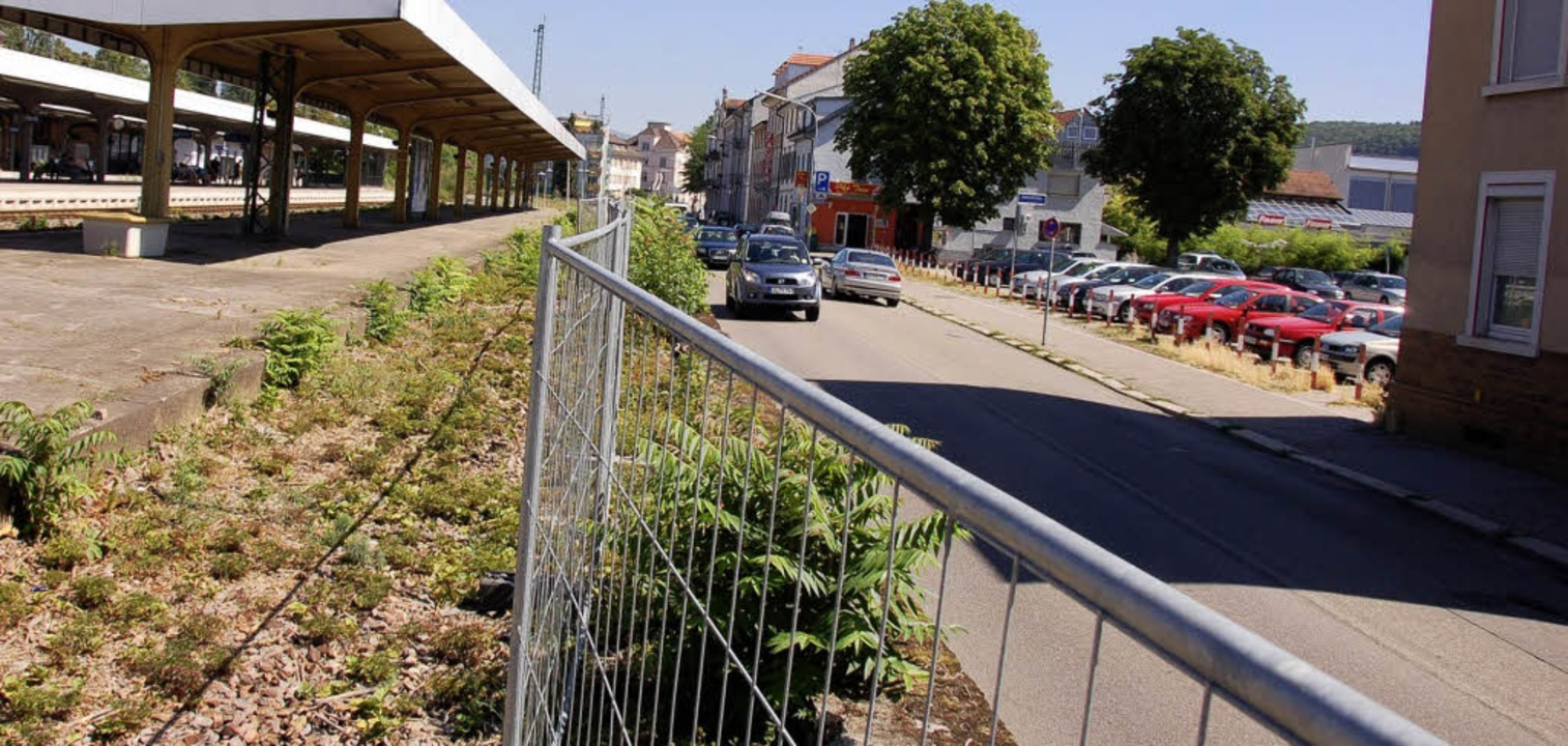 Die Belchenstraße mit Kinderspielplatz...ofs (links), der neu gestaltet  wird.     Foto: Nikolaus trenz