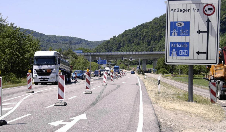 Wegen Belagsarbeiten kommt es  zu Behi...316 bei der Ein- und Ausfahrt  A 861.   | Foto: Böhm-Jacob