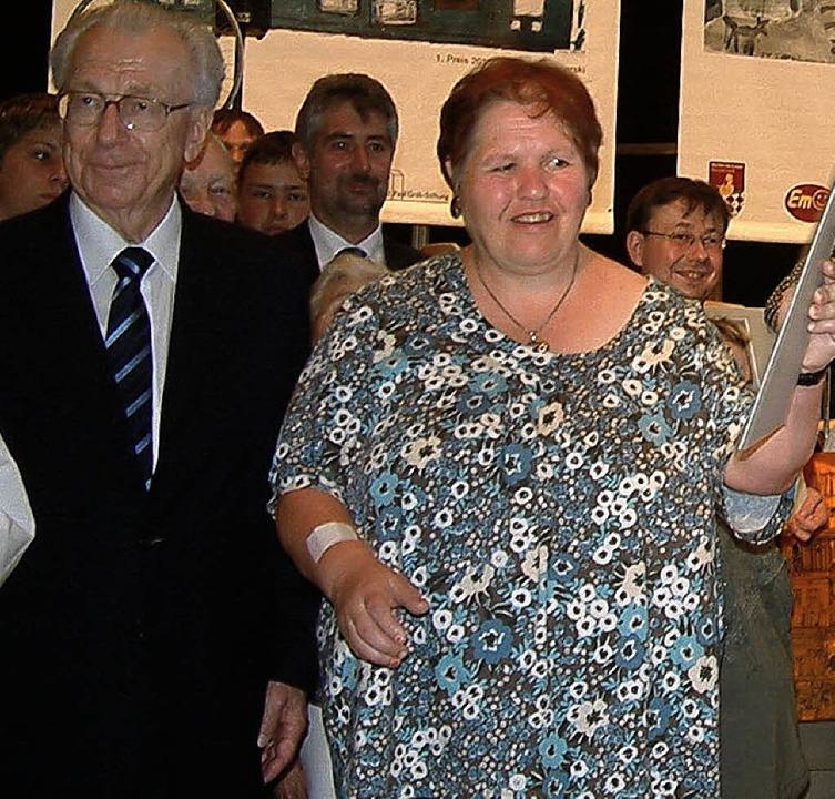 Freudestrahlend nahm Gabi Schmid vom S...hren Preis von Lothar Späth entgegen.   | Foto: Roswitha Frey