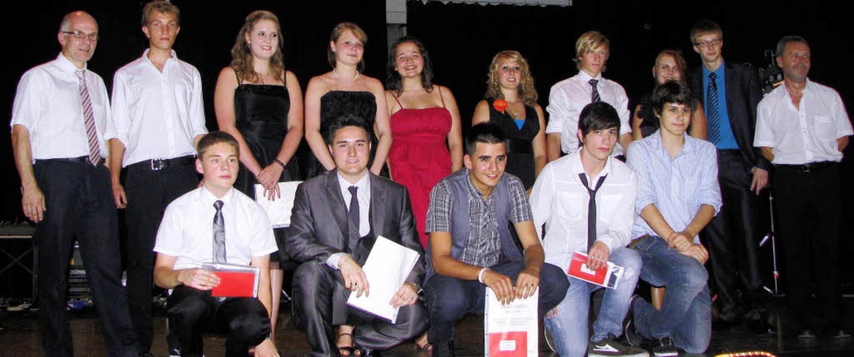 Preisträger der Montfort-Realschule mi...nd Konrektor Hermann Lederer (links).   | Foto: Kristin Fritz