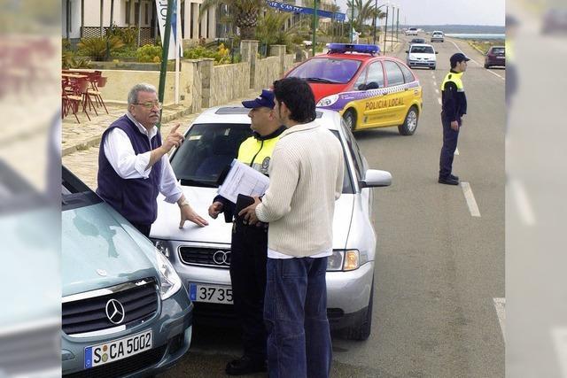 Polizei rufen, Unfallstelle fotografieren