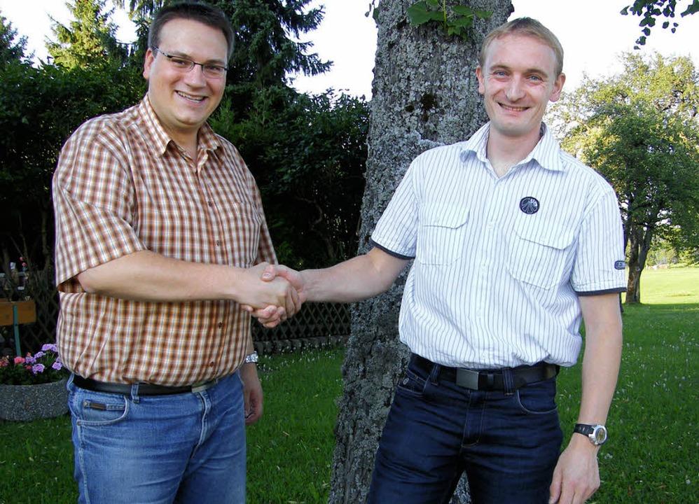 Mario Isele (links) freut sich, nach m...der Grimmelshofener sein neues Amt an.    Foto: Martha Weishaar