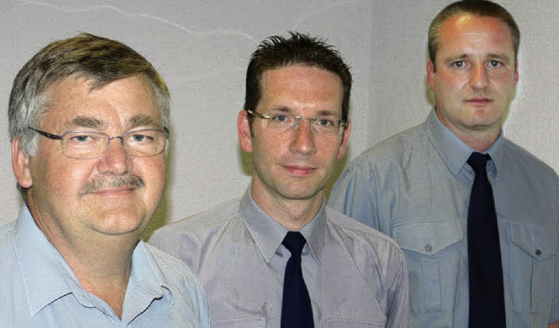 Kommandant Christian Klein (Bildmitte)...ter Fuchs (rechts) und Hubert Dorner.   | Foto: Eberhard Weiss