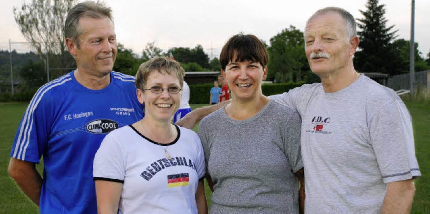 Verantwortlich für den Frauenfußball i...nnschaft) und Trainer Willy Gutauskas.  | Foto: Maja Tolsdorf