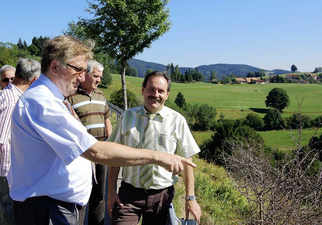 Auf Besichtigungstour: Regierungspräsi...ster Bruno Schmidt und Gemeinderäten.     Foto: Paul Berger
