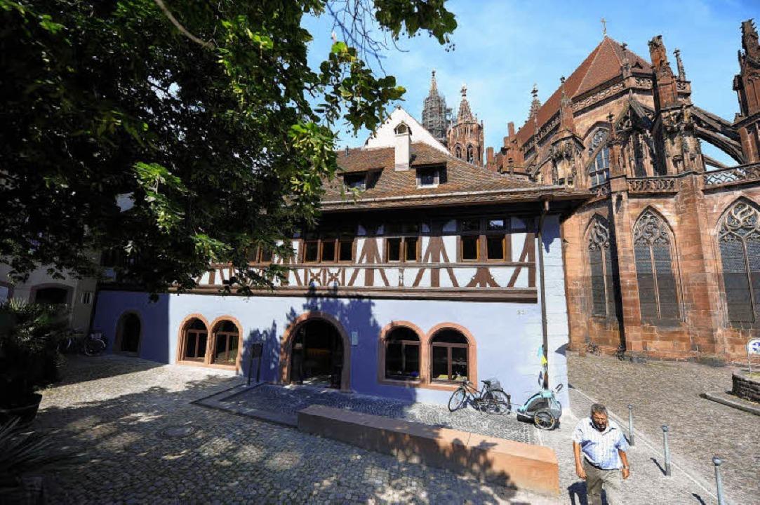 Das einzige Sichtfachwerkhaus Freiburg...tmittelalter: die alte Münsterbauhütte  | Foto: ingo schneider
