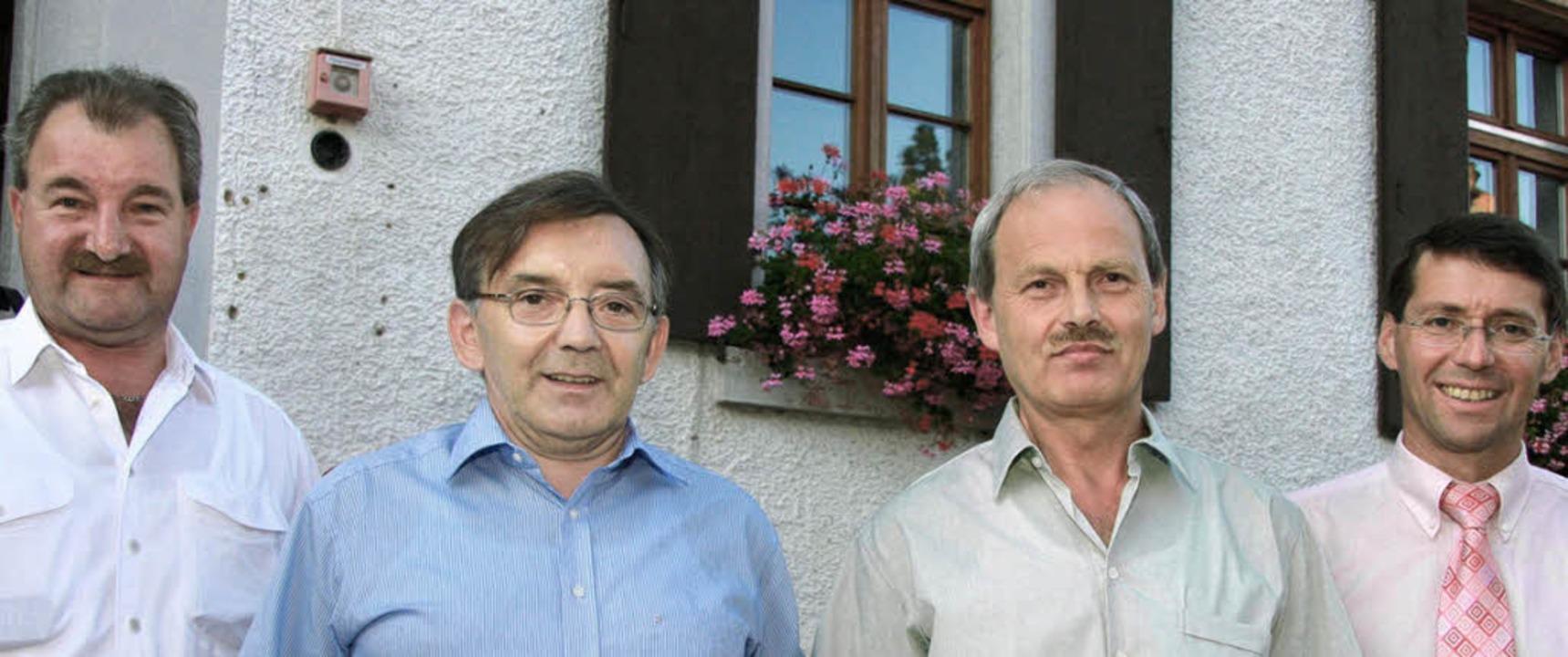 Ehre für zwei Alt-Ortschaftsräte (von ...ckert sowie Bürgermeister Bruno Metz.   | Foto: sandra decoux-kone