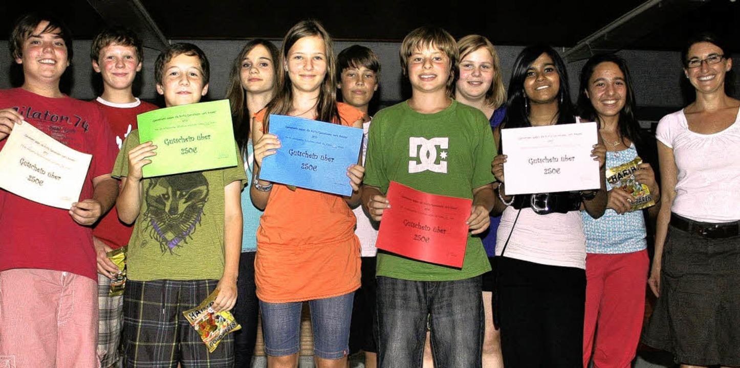 Alle fünf siebten Klassen des Bad Säck...jeweils 250 Euro in die Klassenkasse.     Foto: susanne kanele