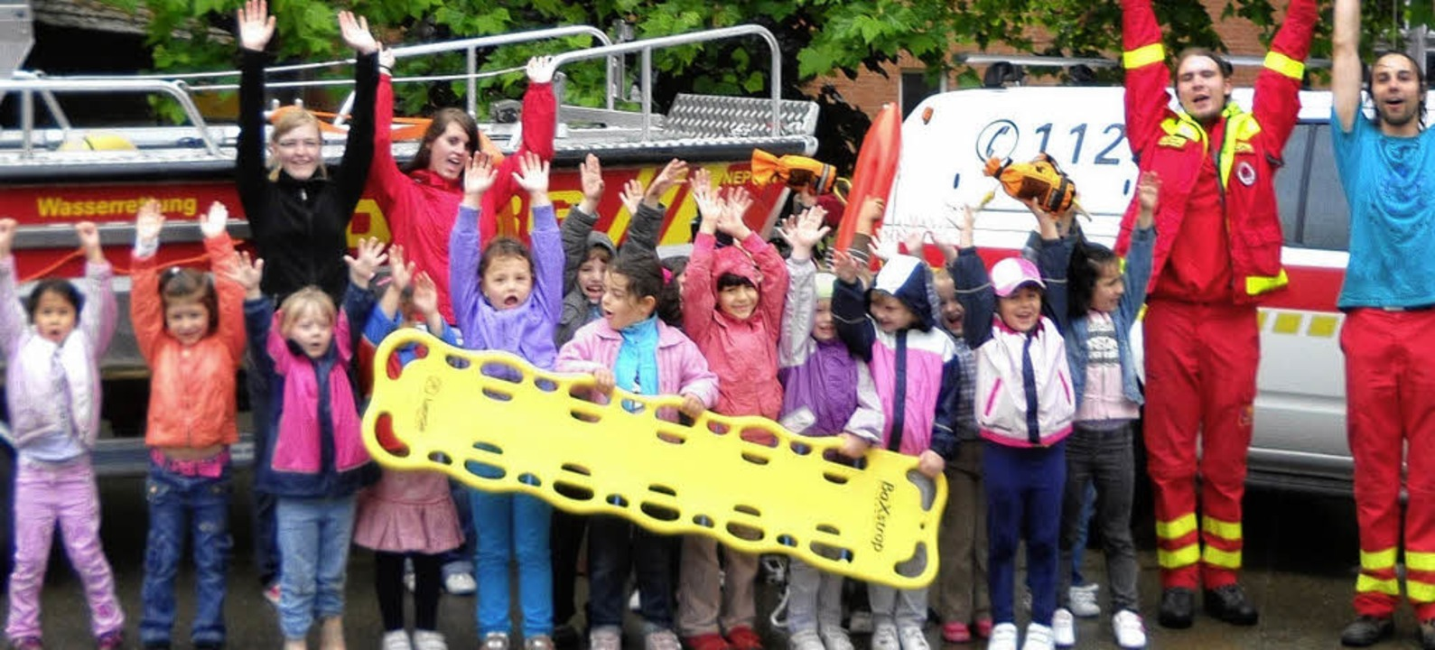 Begeistert waren die Schulanfängerinne...m Besuch der Rettungskräfte der DLRG.     Foto: Privat