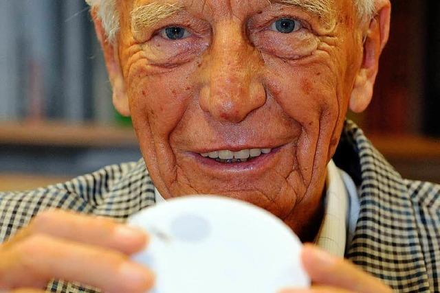 Alt-Bundespräsident Walter Scheel wirbt für Rauchmelder