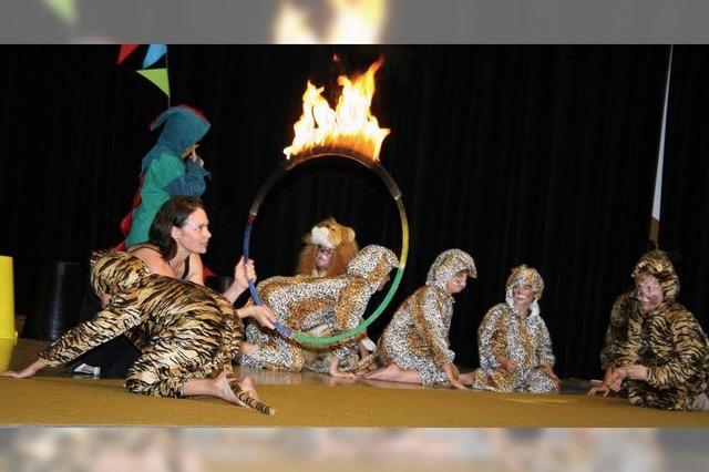 Grundschüler als Zirkusartisten