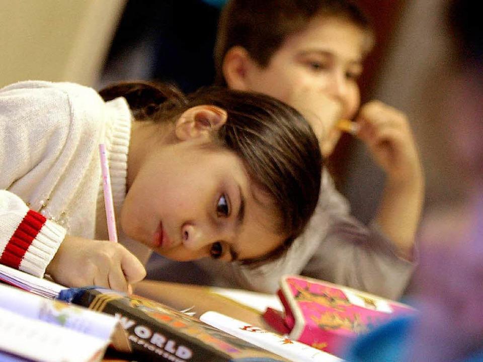 Besser lernen in der türkischen Privatschule?    Foto: dpa