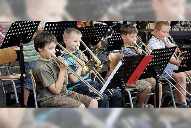 Friedrich-Ebert-Schule: Blasmusik erfüllte den Schulhof