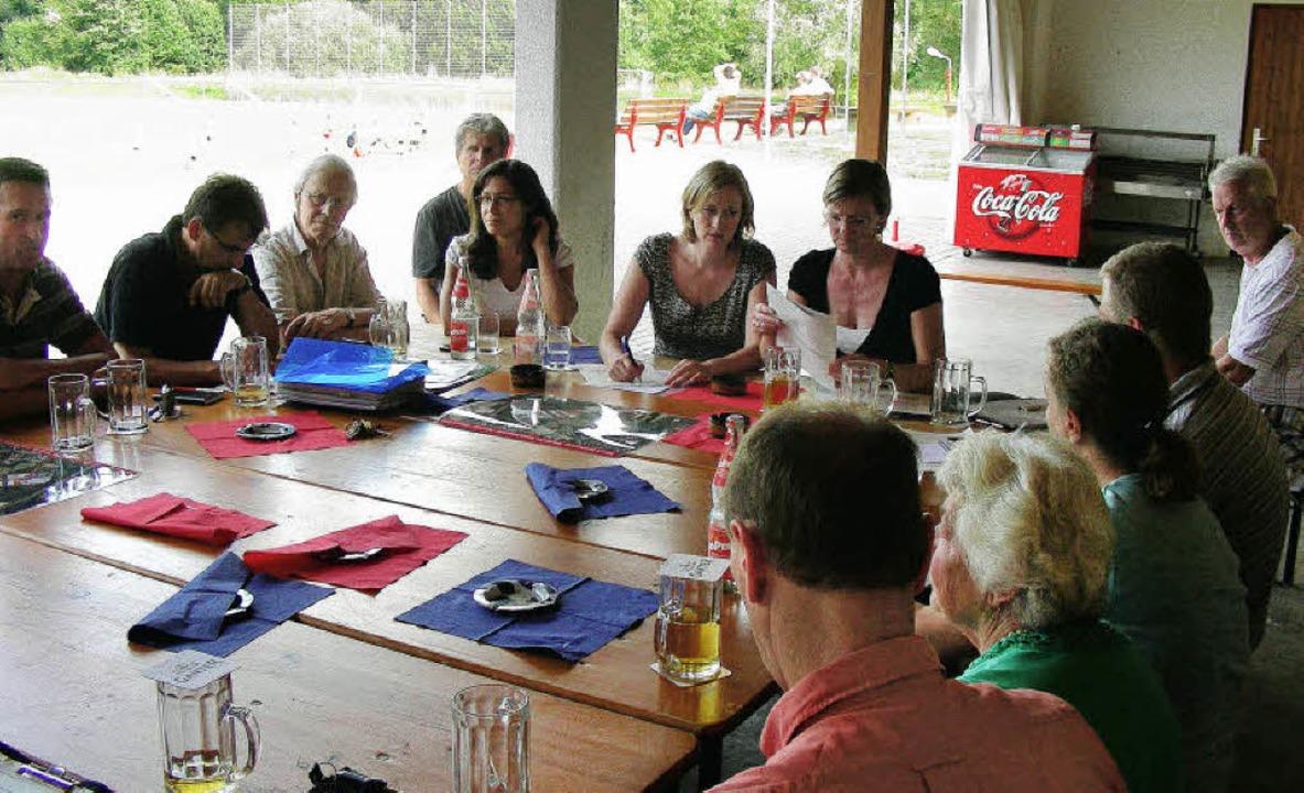Sehr angeregt verlief die Diskussion v... Edith Sitzmann (rechts) berichteten.   | Foto: mario schöneberg