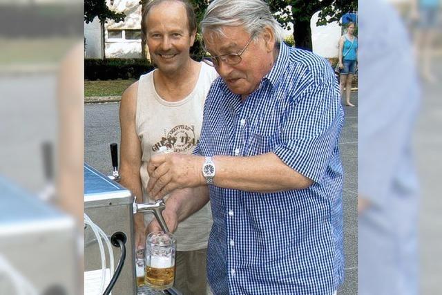 Edelzwicker spenden Bier
