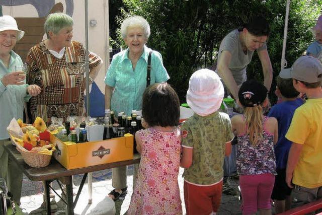 Kinder helfen Bebenopfern