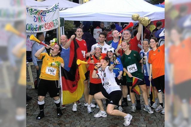 Ein Läuferfest in Grün mit pitschenassen Sportlern