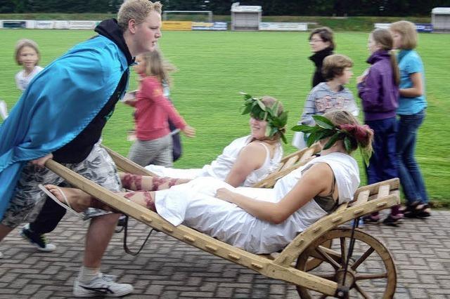 Brot und Spiele im römischen Zeltlager
