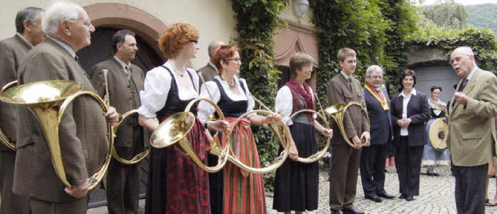 Der Markgraf von Baden plauderte mit d...Jagdhornbläsergruppe Markgräflerland.   | Foto: fillisch