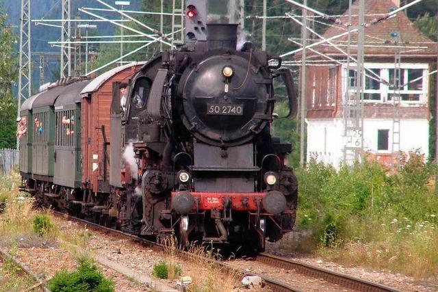 Historische Dampflok schnaubt im Hochschwarzwald