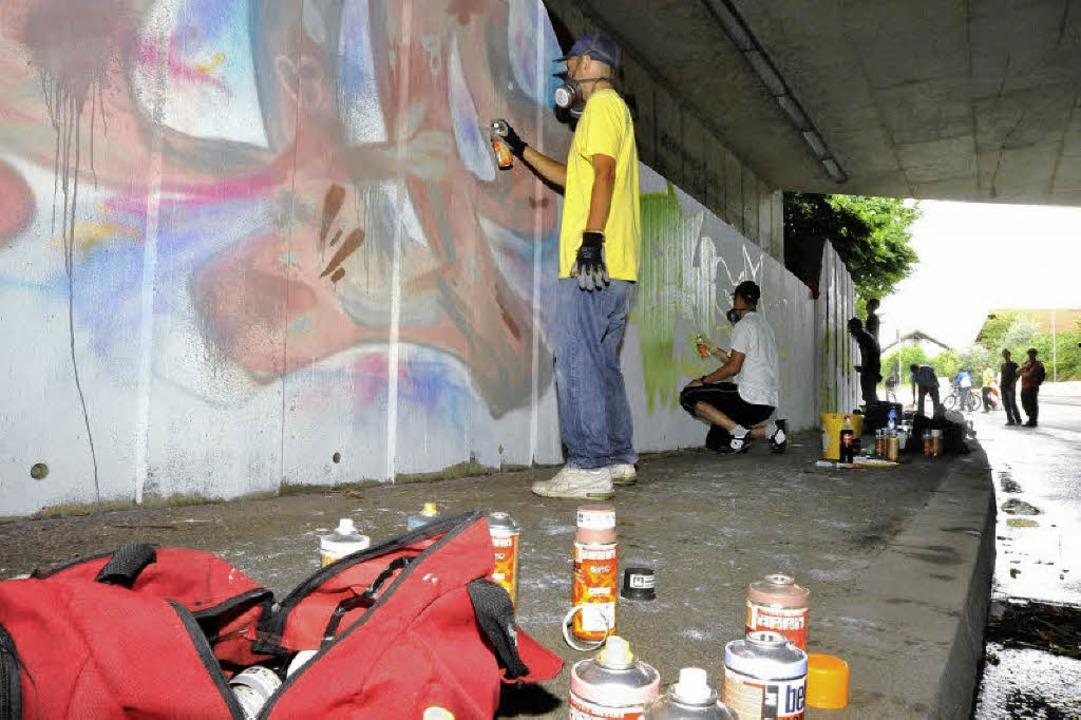 Farbe in Hülle und Fülle - beim Spraye...r im Umgang mit Farbdosen sehr gewandt  | Foto: Markus Zimmermann-Dürkop