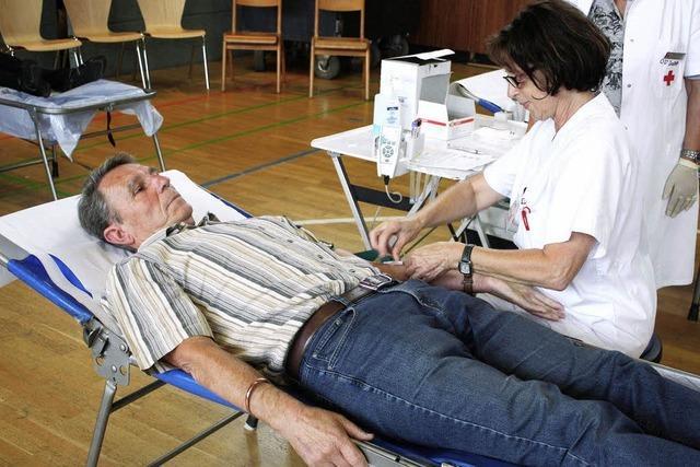 Erfreulich: 40 spenden erstmals Blut