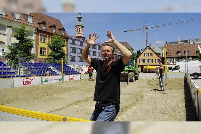 Marktplatz wird Beachvolleyball-Arena