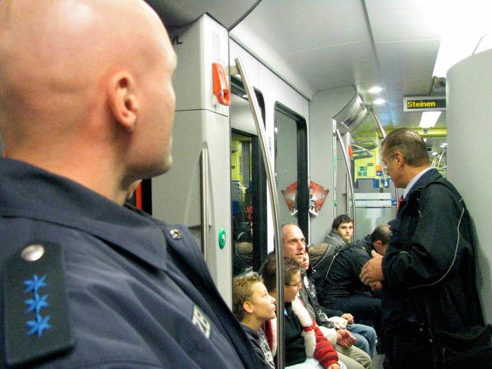 Archivfoto: Bereits im Dezember 2009 z... Nun wird die Bewachung intensiviert.   | Foto: Maja Tolsdorf