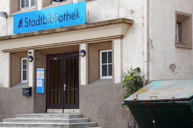 Stadtbibliothek zieht in Altrheinhalle