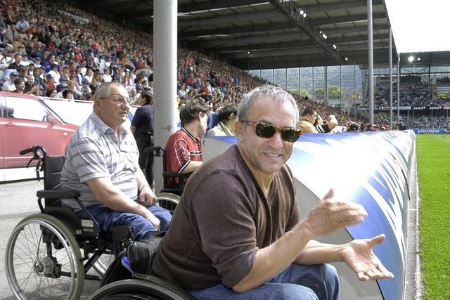 Rollstuhlfahrer ziehen im Badenova-Stadion um