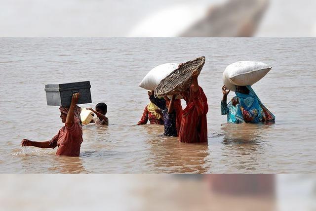 Massenflucht vor der Flut in Pakistan
