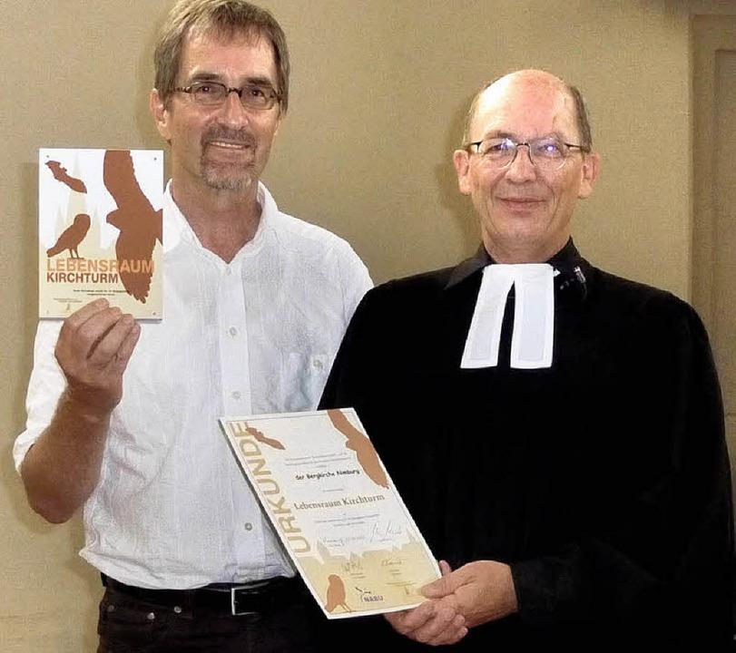Pfarrer Klaus Halberstadt erhielt für ... als Refugium für bedrohte Vogelarten.    Foto: Karlernst Lauffer