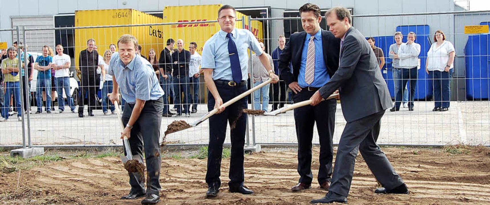 Spatenstich für Enstyle: Bürgermeister... Djarbi, Andreas Büttner (von links).   | Foto: Umiger