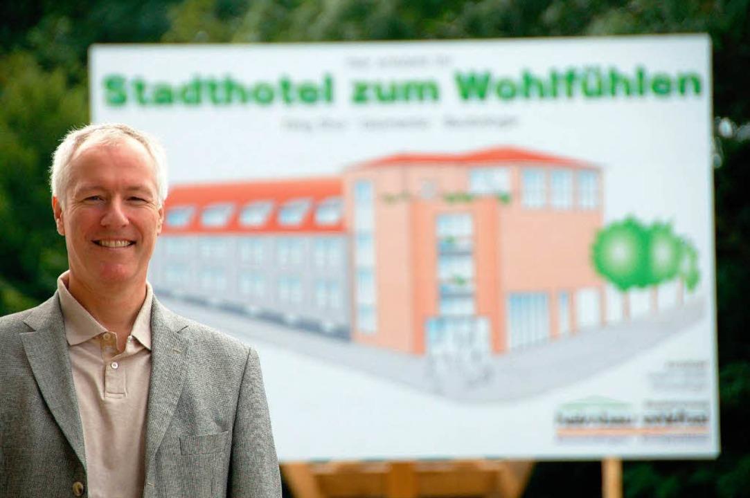 Gernot Platz und sein Projekt Stadthotel.  | Foto: Sylvia-Karina Jahn