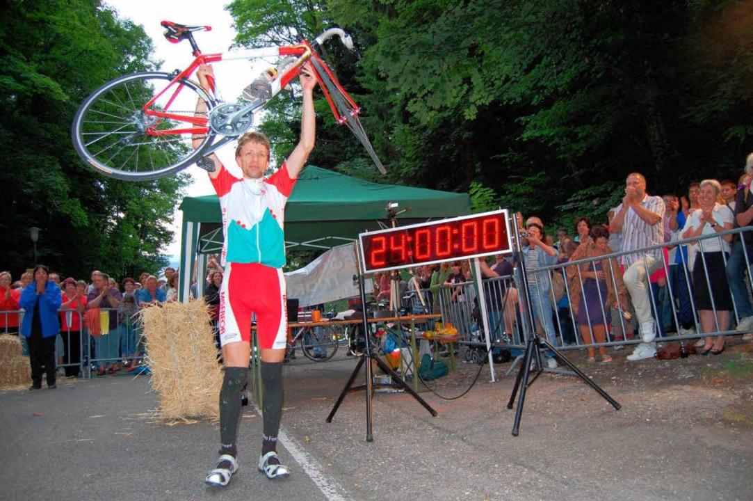 Geschafft: Christoph Fuhrbach hat den Höhenmeterweltrekord geknackt.   | Foto: Valentin Ade