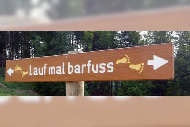 Originelle Einladung zum Barfußlaufen in Schönau