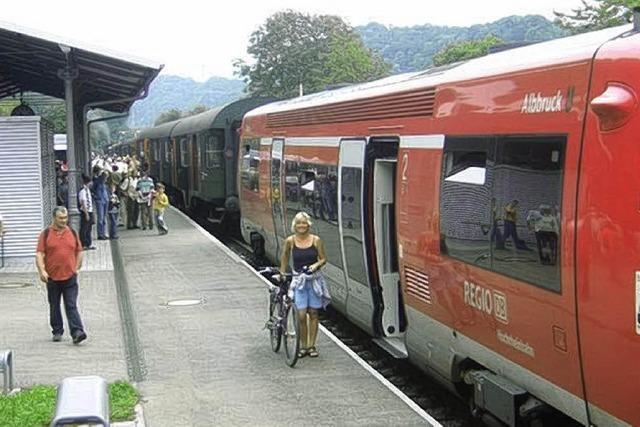 Mit modernem Zug zur Museumsbahn