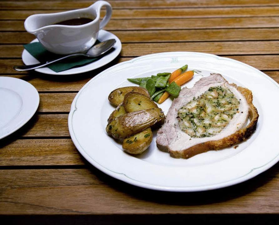 Gefüllter Schweinebauch mit Bohnen und Kartoffeln  | Foto: Michael Wissing