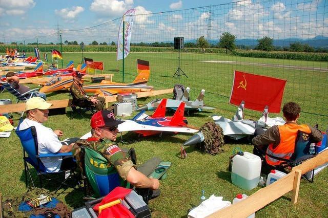 Meisterschaft im Formationsfliegen - Düsen bis zum Crash
