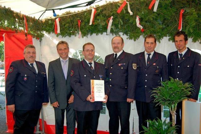 Die Feuerwehr Diersburg ehrt treue Männer