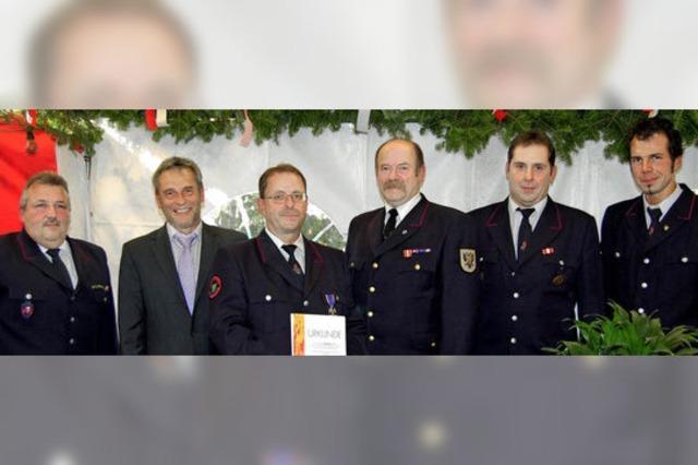 Die Feuerwehr Diersburg ehrt treue Wehrmänner